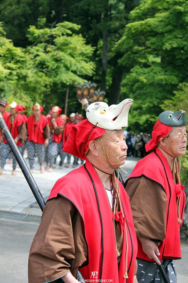 nikko-shunki-reitaisai-matsuri-grand-festival-de-printemps-defile-papy-masque-fier-guerrier