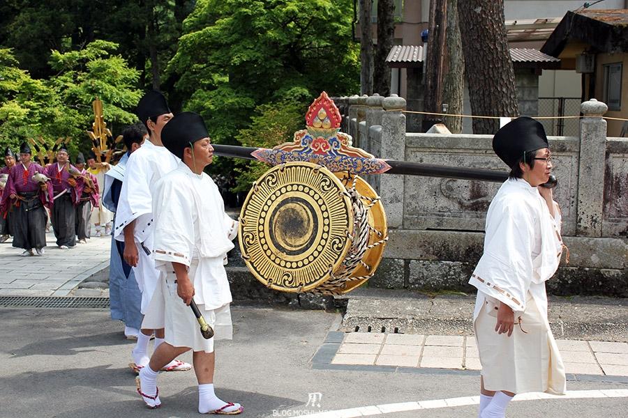 nikko-shunki-reitaisai-matsuri-grand-festival-de-printemps-defile-porteur-taiko-musique