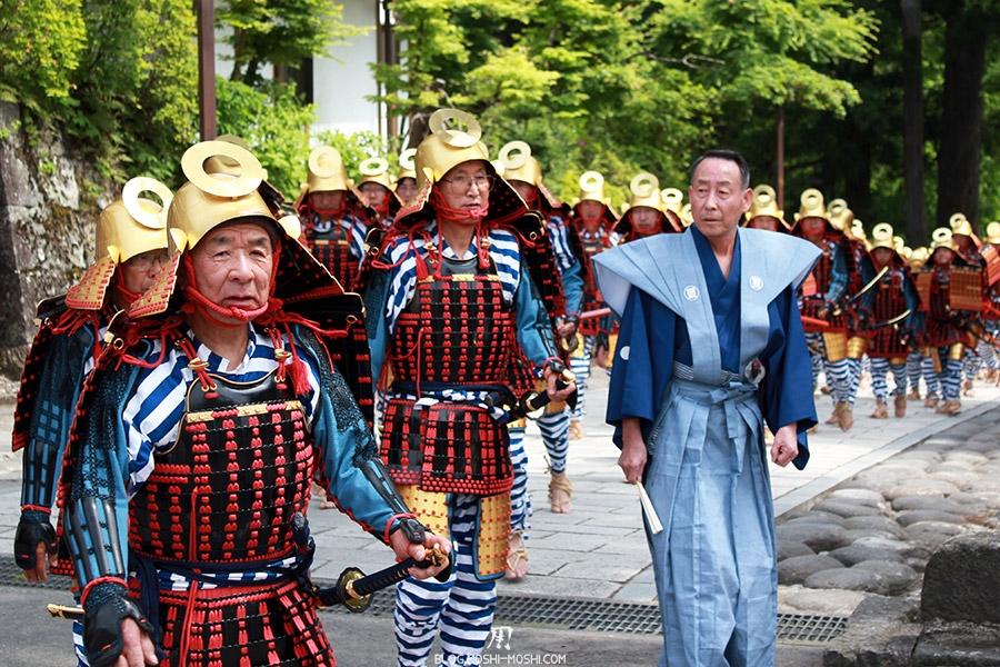 nikko-shunki-reitaisai-matsuri-grand-festival-de-printemps-defile-samurai-papy-pose-photo