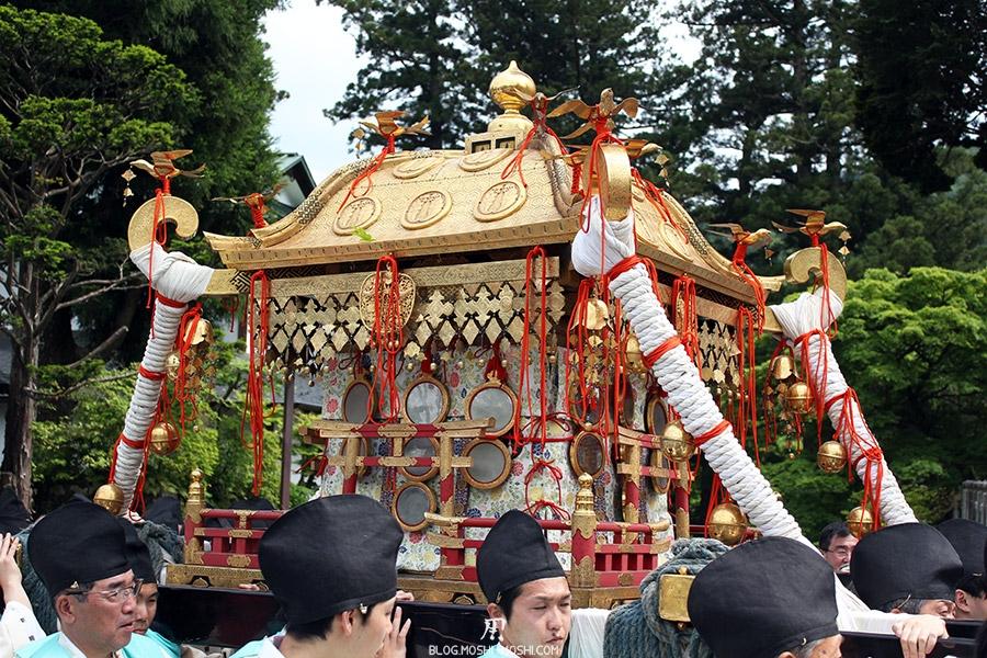 nikko-shunki-reitaisai-matsuri-grand-festival-de-printemps-defile-second-mikoshi-sacree-shogun-dorures-gros-plan