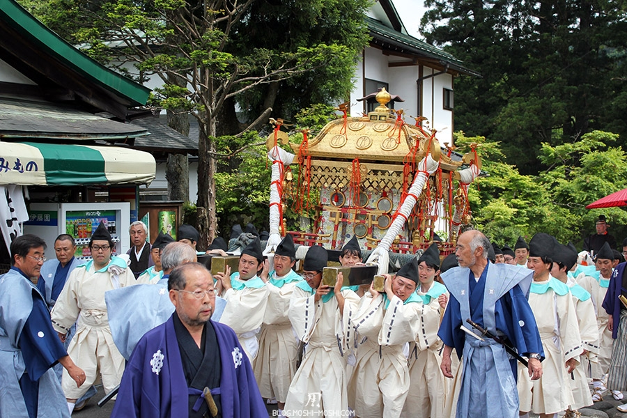 nikko-shunki-reitaisai-matsuri-grand-festival-de-printemps-defile-second-mikoshi-sacree-shogun-tournant