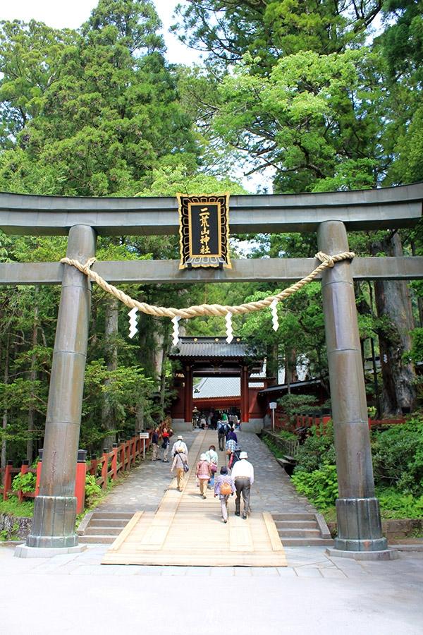 nikko-shunki-reitaisai-matsuri-grand-festival-de-printemps-entree-futarasan-jinja-grand-torii
