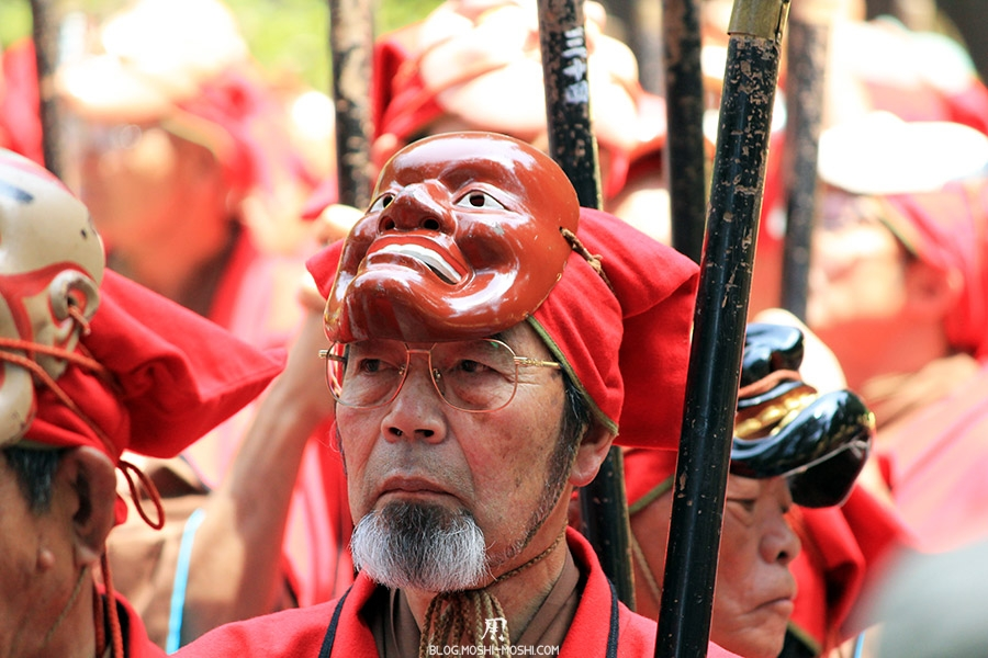 Shunki Reitaisai nikko-matsuri-grand-festival-de-printemps-homme-sous-masque