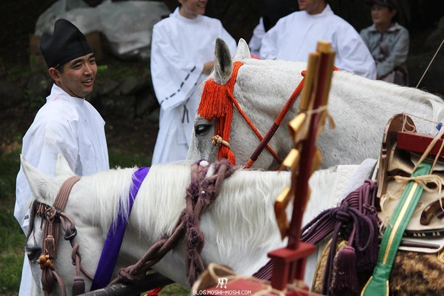 Shunki Reitaisai nikko-matsuri-grand-festival-de-printemps-jeune-fille-yukata-heureuse-regard-attendri