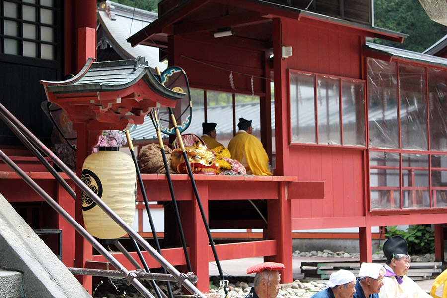 nikko-shunki-reitaisai-matsuri-grand-festival-de-printemps-otabisho-lanterne-pretre-masque