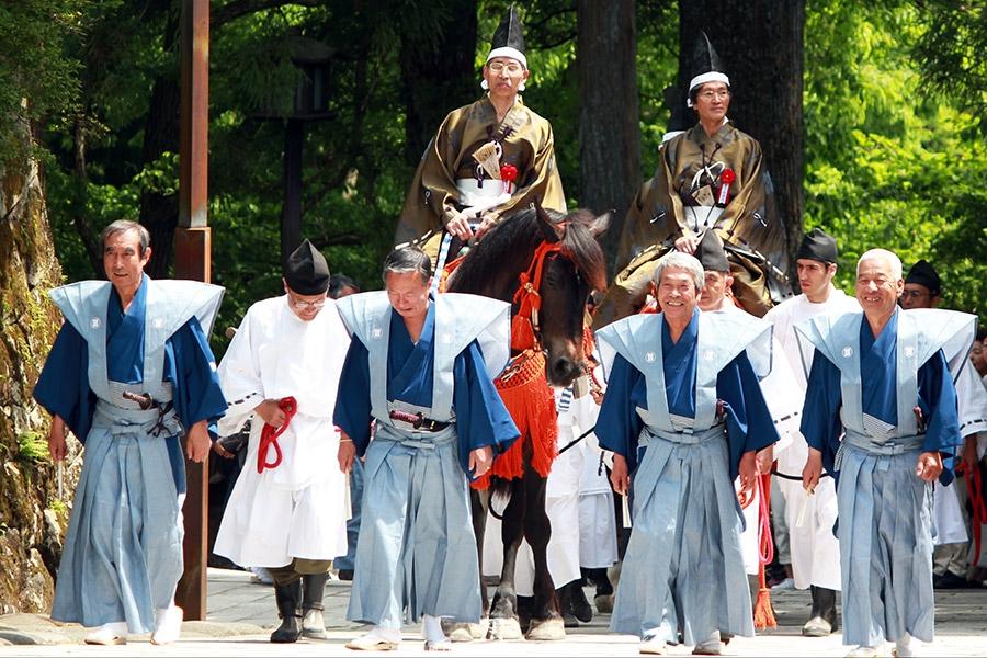 nikko-shunki-reitaisai-matsuri-grand-festival-de-printemps-ouverture-defile-heureux