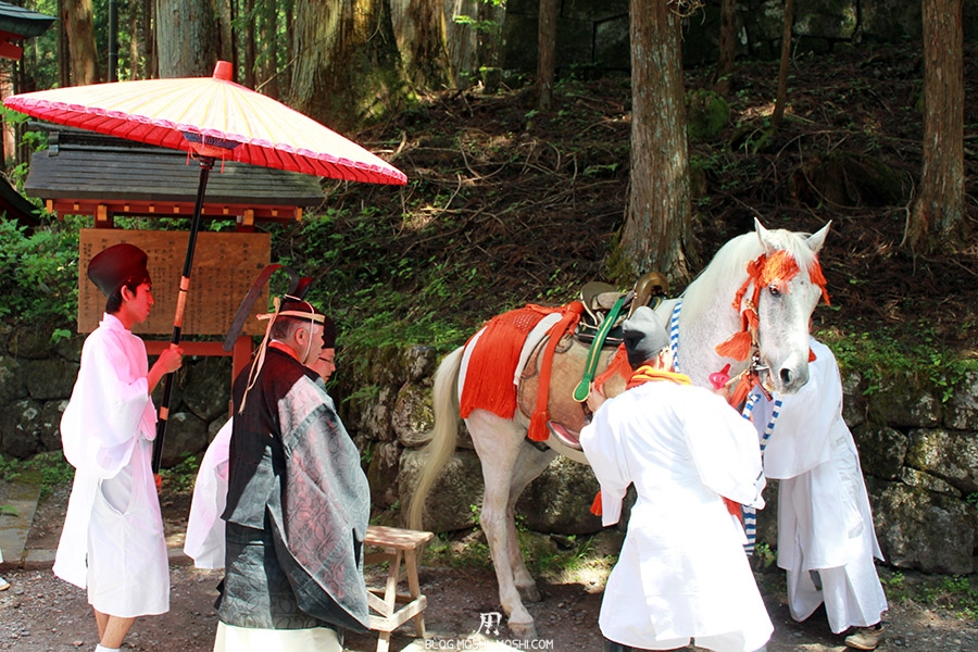 nikko-shunki-reitaisai-matsuri-grand-festival-de-printemps-preparation-cheval-blanc