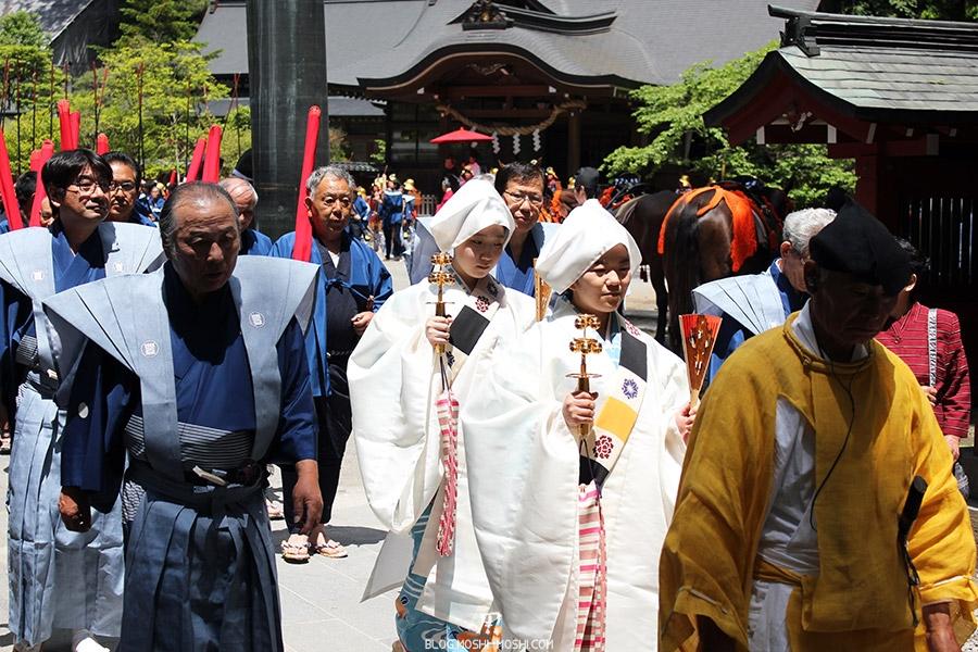 nikko-shunki-reitaisai-matsuri-grand-festival-de-printemps-pretresse-clochettes-dorees