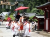 nikko-shunki-reitaisai-matsuri-grand-festival-de-printemps-haut-fonctionnaires-magnifique-cheval-blanc