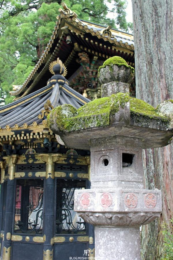 Nikko-tosho-gu-lanterne-mousse