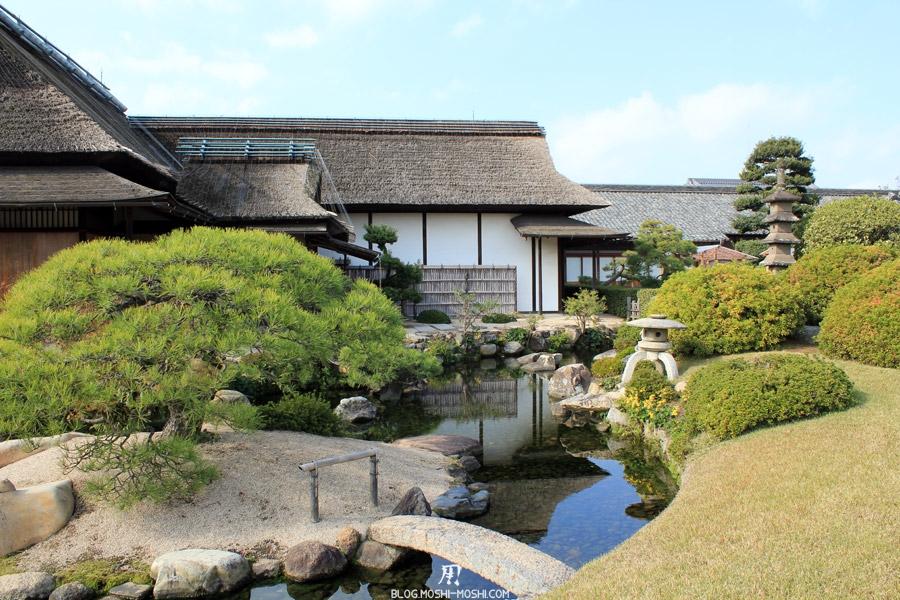 Okayama-jardin-koraku-en-saison-momiji-pavillon-the-zen-lanterne-pierre