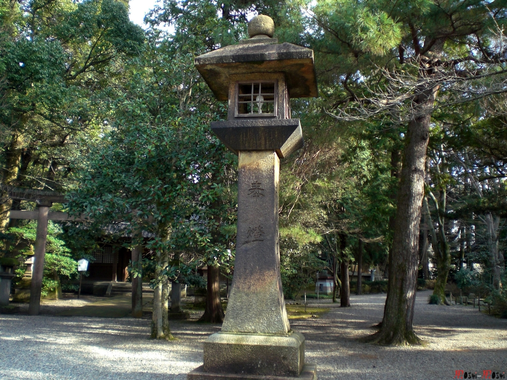 sanctuaire-oyama-Kanazawa-lanterne-geante
