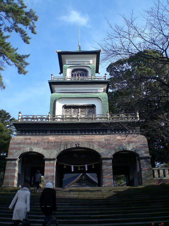 sanctuaire-oyama-Kanazawa-portail-principal-entier