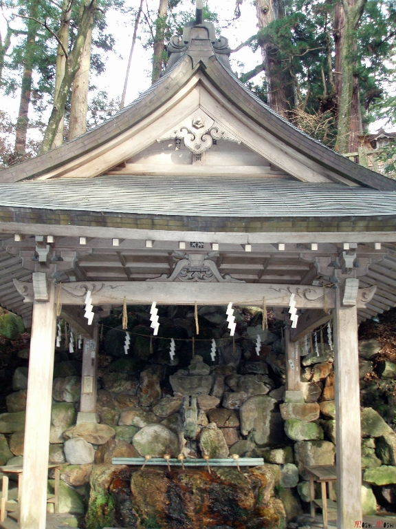 shrine-shirayama-hime-purifier-mains