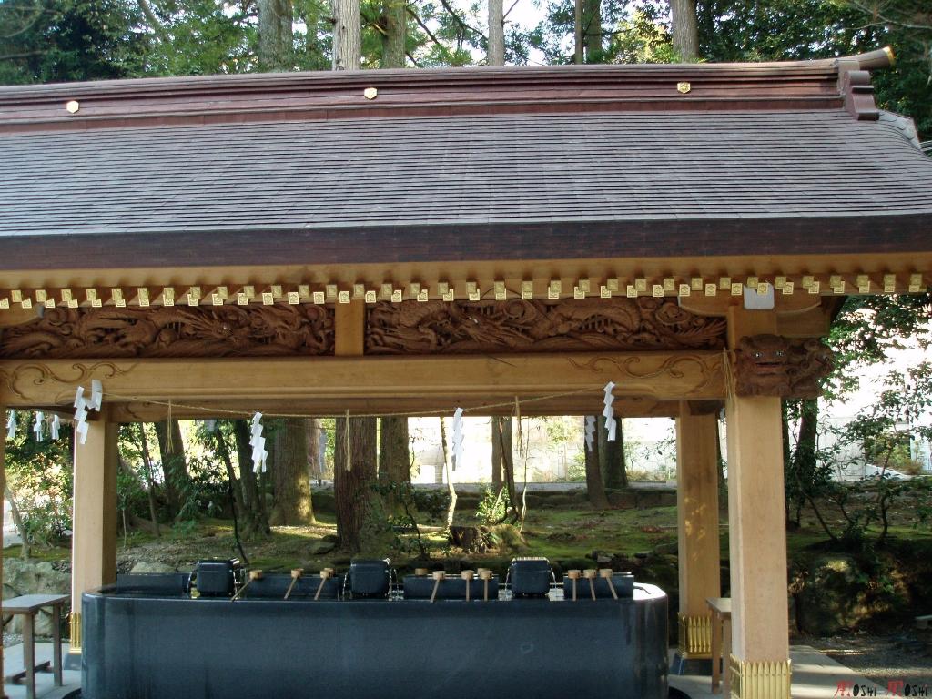 shrine-shirayama-hime-temizuya-vue-cote