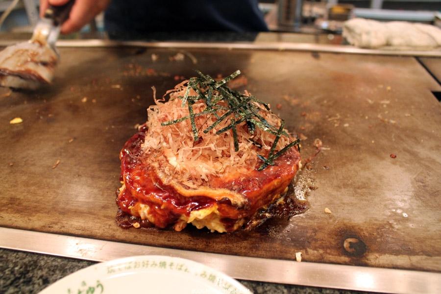 osaka-quartier-dotonbori-restaurant-botejyuu-okonomiyaki-presque-pret