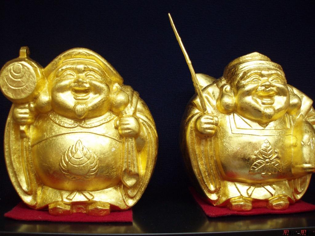 sous-sol-gare-kanazawa-statuette-or