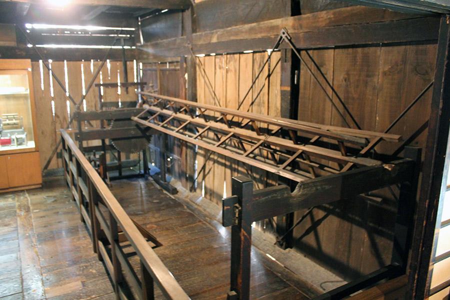 hida-no-sato-village-folklorique-musee-takayama-gifu-ancienne-maison-bois-ancien-outil-filature