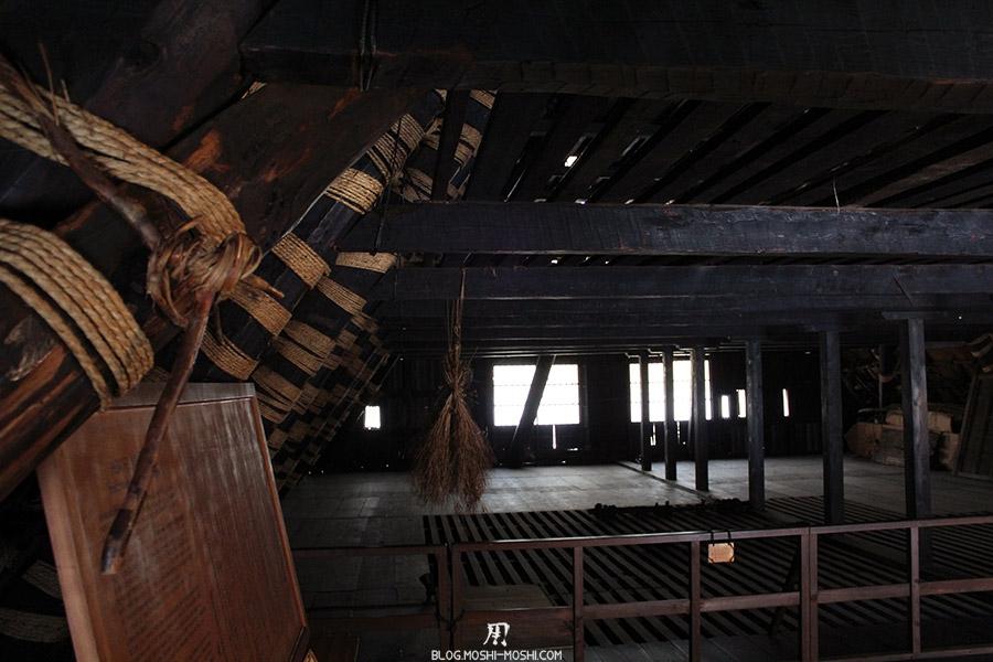 hida-no-sato-village-folklorique-musee-takayama-gifu-ancienne-maison-toit-chaume-grenier-detail-charpente