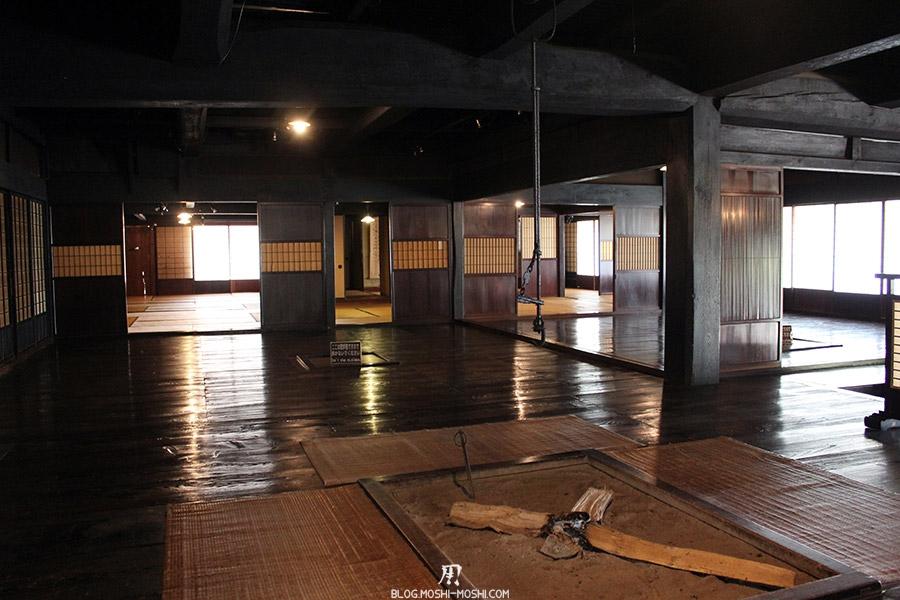 hida-no-sato-village-folklorique-musee-takayama-gifu-ancienne-maison-toit-chaume-interieur-tout-bois-grandes-pieces-tatami