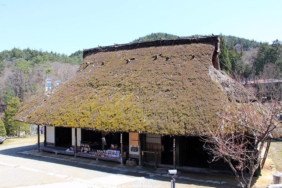 hida-no-sato-village-folklorique-musee-takayama-gifu-omiyage-shop