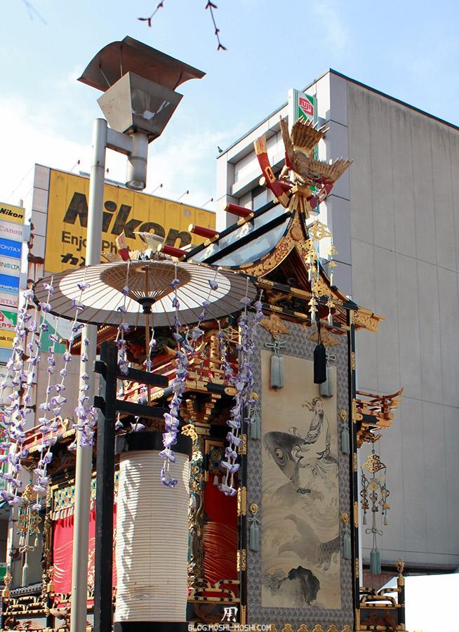 Takayama-sanno-matsuri-arriere-yatai