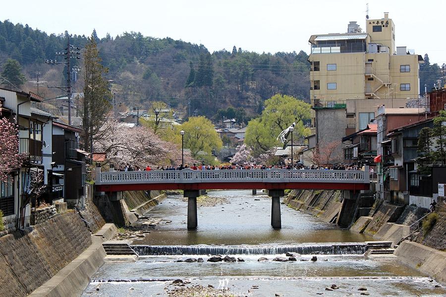 takayama-sanno-matsuri-riviere-miyagawa-defile-pont