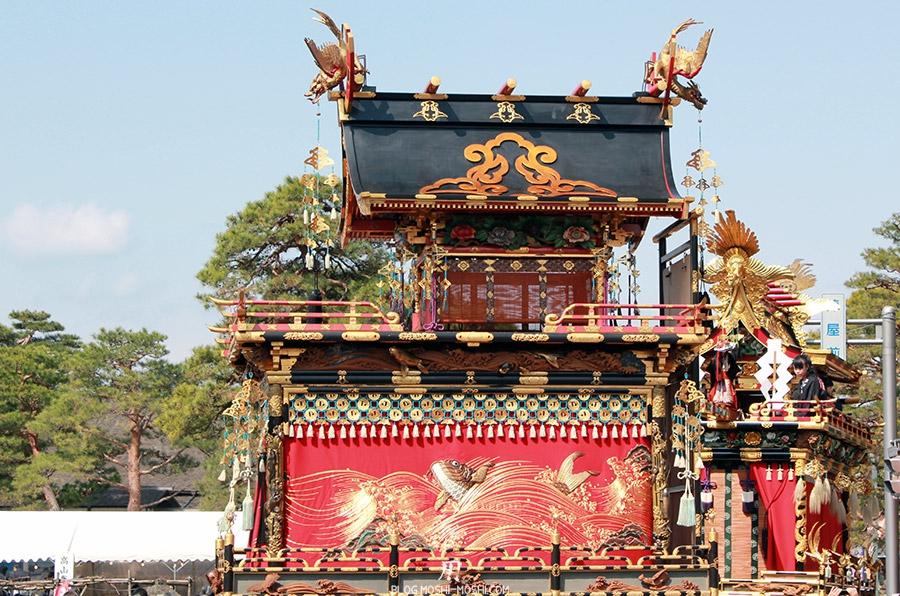 Takayama-sanno-matsuri-yatai-cote-detail-dorures