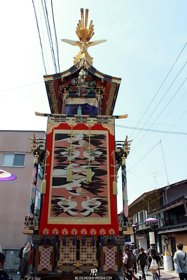 takayama-sanno-matsuri-yatai-dos-fresque-grues-japonaises