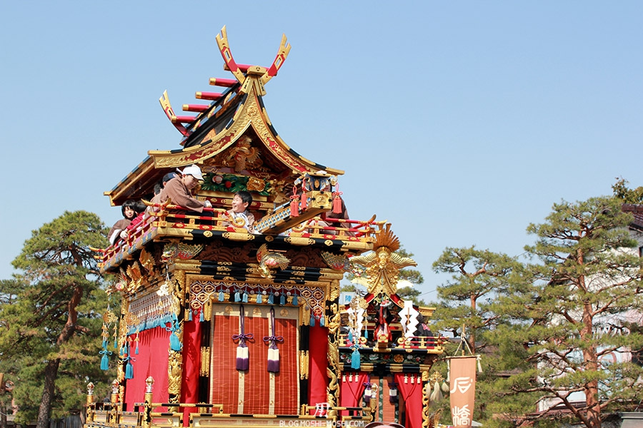 takayama-sanno-matsuri-yatai-enfants-joyeux