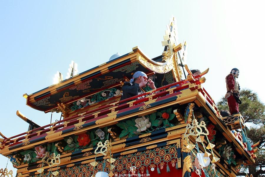 takayama-sanno-matsuri-yatai-joueur-flute-perche