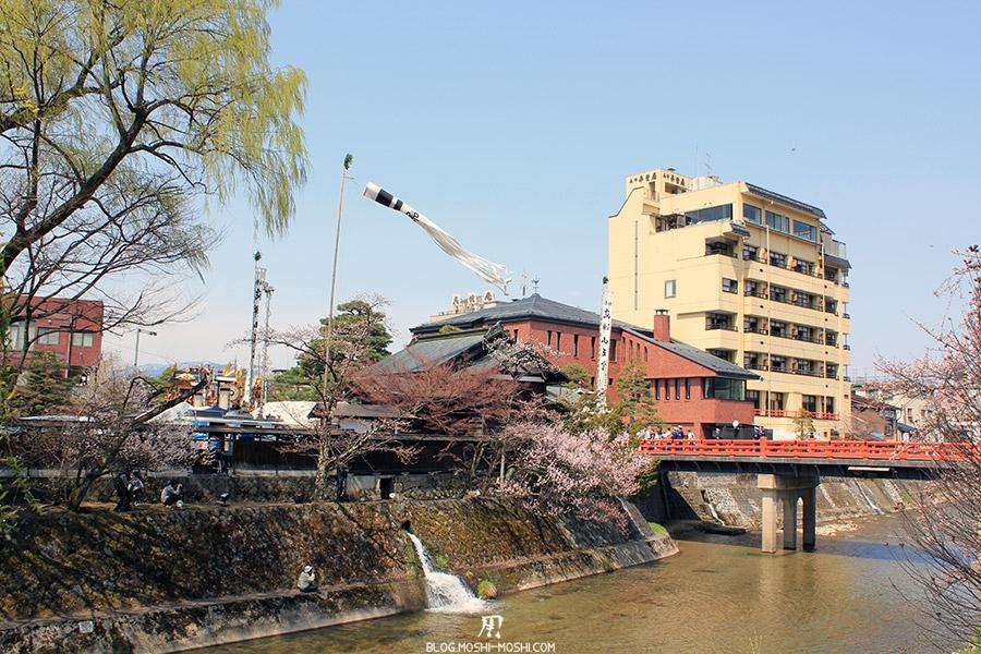 takayama-sanno-matsuri-yatai-vent-rivière