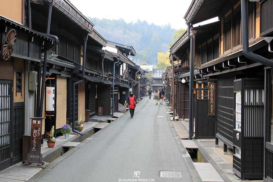 takayama-vieux-quartier-tot-le-matin-balade-vieille-rue