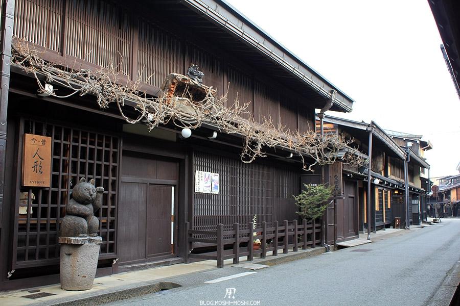 takayama-vieux-quartier-tot-le-matin-boutique-antiquite