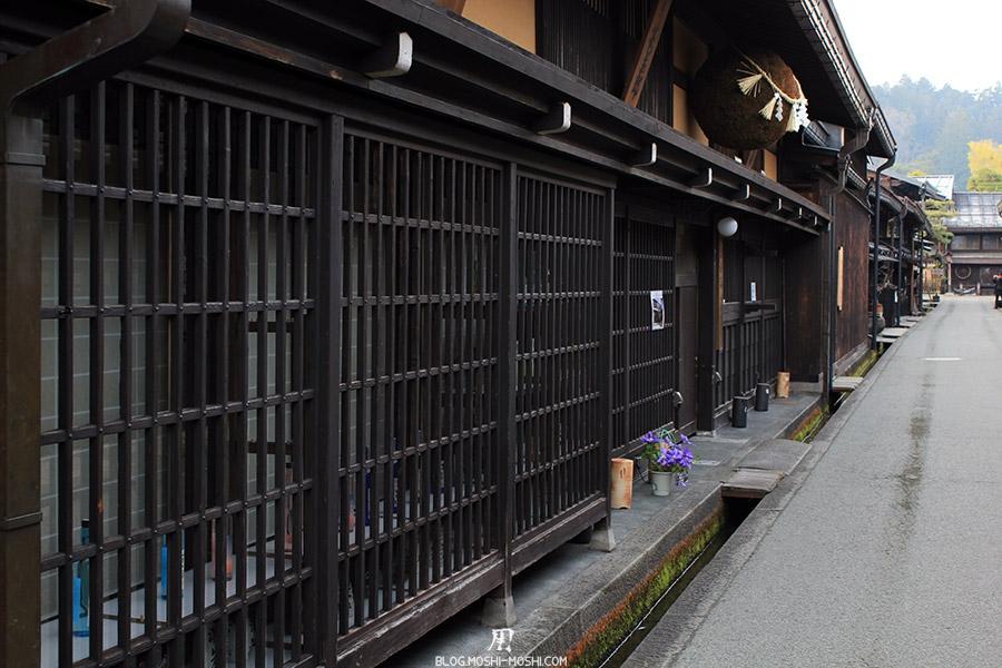 takayama-vieux-quartier-tot-le-matin-cave-sake