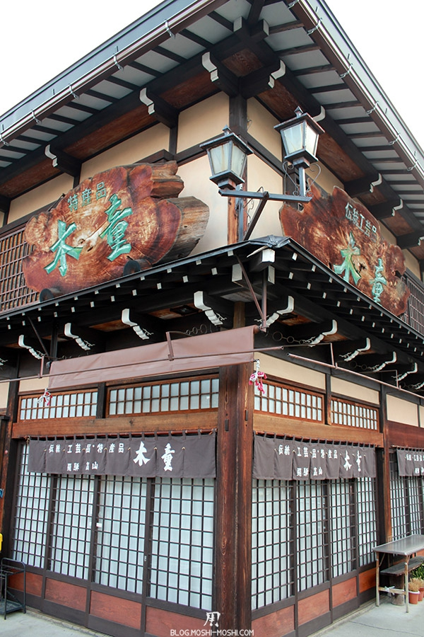 takayama-vieux-quartier-tot-le-matin-coin-de-rue