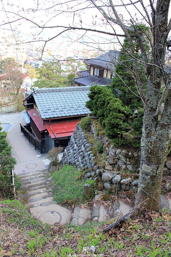 takayama-vieux-quartier-tot-le-matin-grimpette
