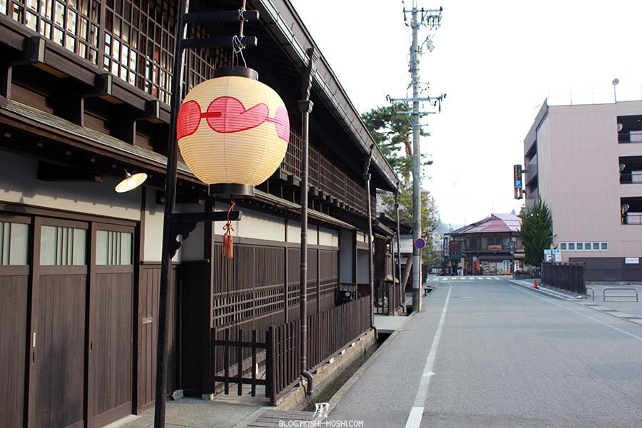 takayama-vieux-quartier-tot-le-matin-lanterne-amour