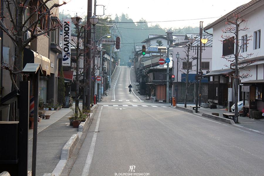 takayama-vieux-quartier-tot-le-matin-papy-tonnerre-mecanique