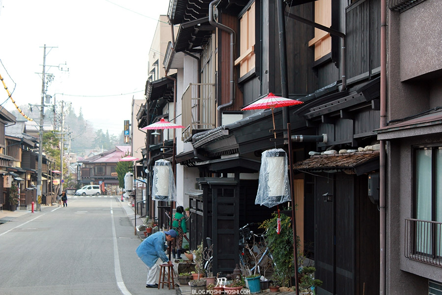 takayama-vieux-quartier-tot-le-matin-pleine-preparation-matsuri