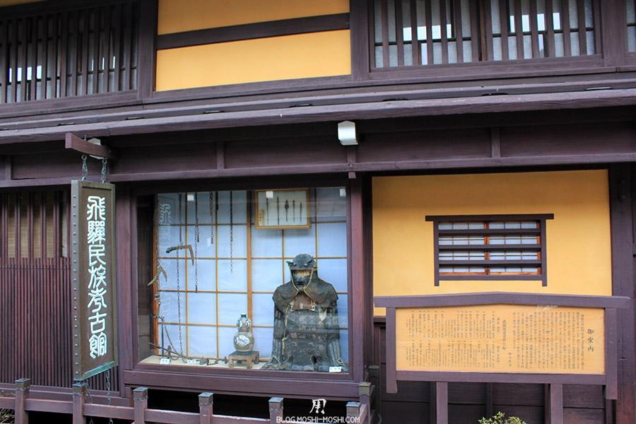 takayama-vieux-quartier-tot-le-matin-preparation-matsuri-vieille-armure