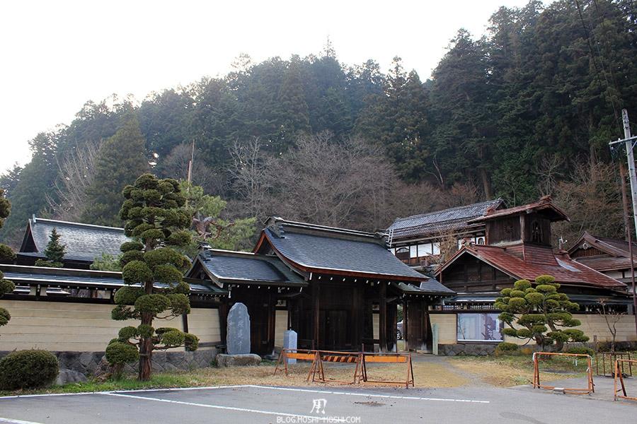 takayama-vieux-quartier-tot-le-matin-temple-decouvert-hauteur