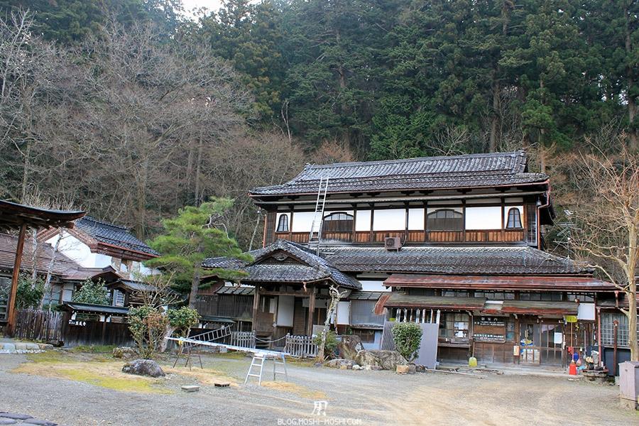 takayama-vieux-quartier-tot-le-matin-temple-hauteur-batiment-principal