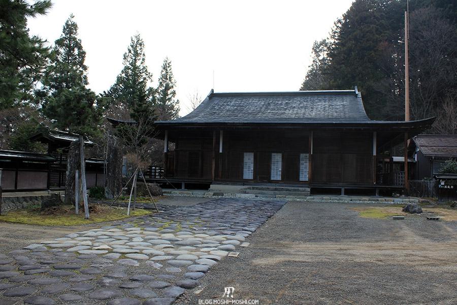 takayama-vieux-quartier-tot-le-matin-temple-hauteur-pavillon