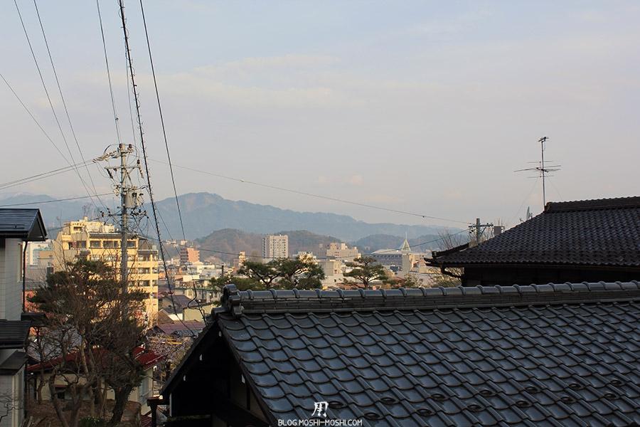 takayama-vieux-quartier-tot-le-matin-vue-toits