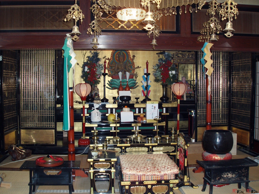 temple-natadera-Komatsu-autel-interieur
