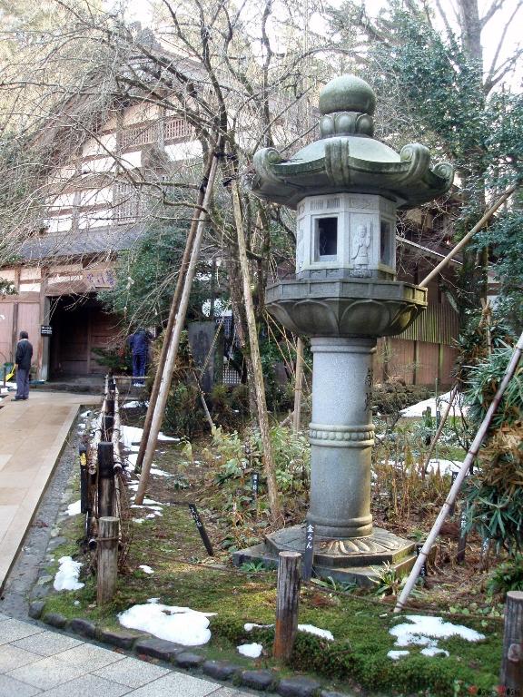 temple-natadera-Komatsu-lanterne