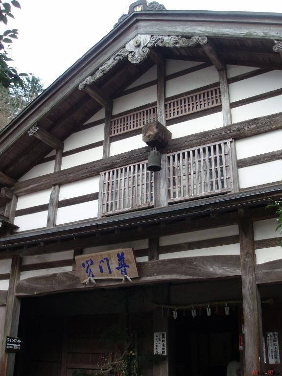 temple-natadera-Komatsu-magnifique-facade-bois