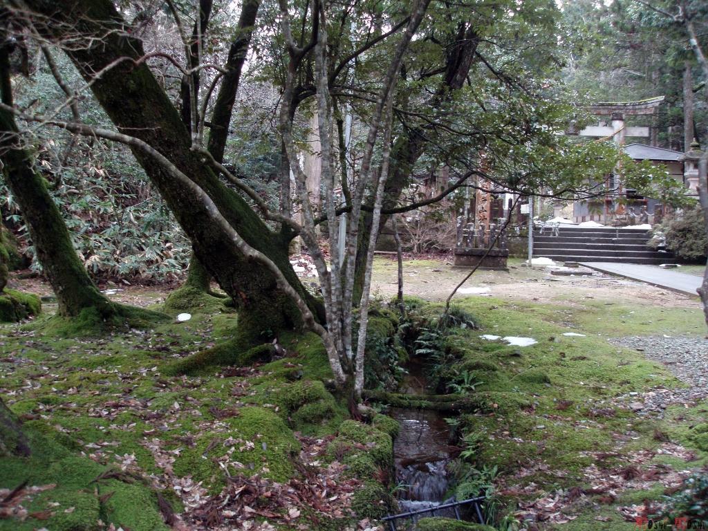 temple-natadera-Komatsu-petit-ruisseau