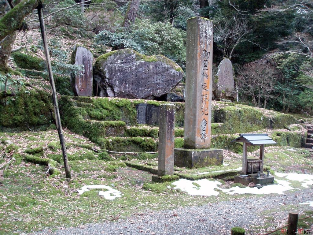 temple-natadera-Komatsu-rocher-haiku